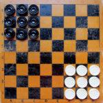Игра «Уголки» шашками — одна из любимых игр моего детства