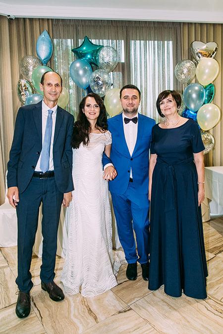 На свадьбе младшей дочери