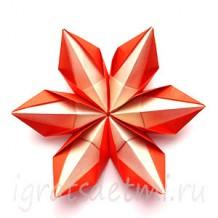 Объемная снежинка из бумаги в технике модульного оригами