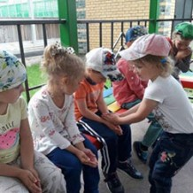 В игру «Колечко-колечко» детям играть весело!